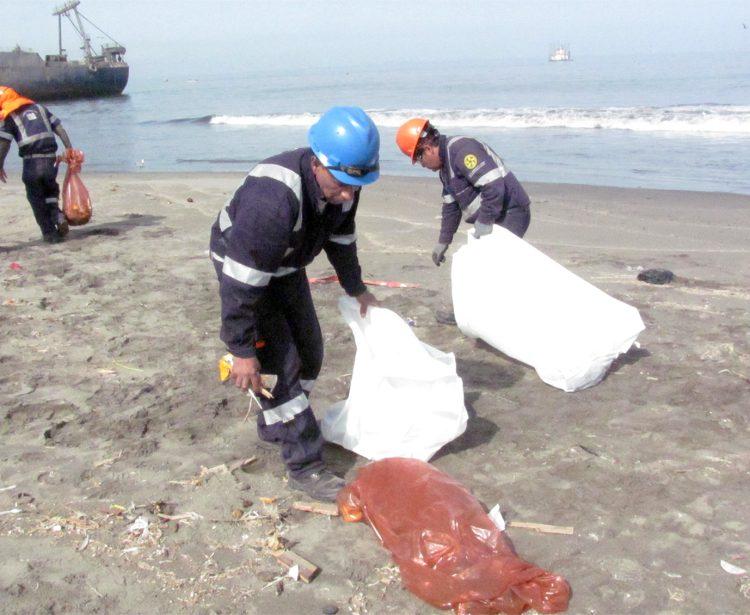 Limpieza de playa – bahía costera